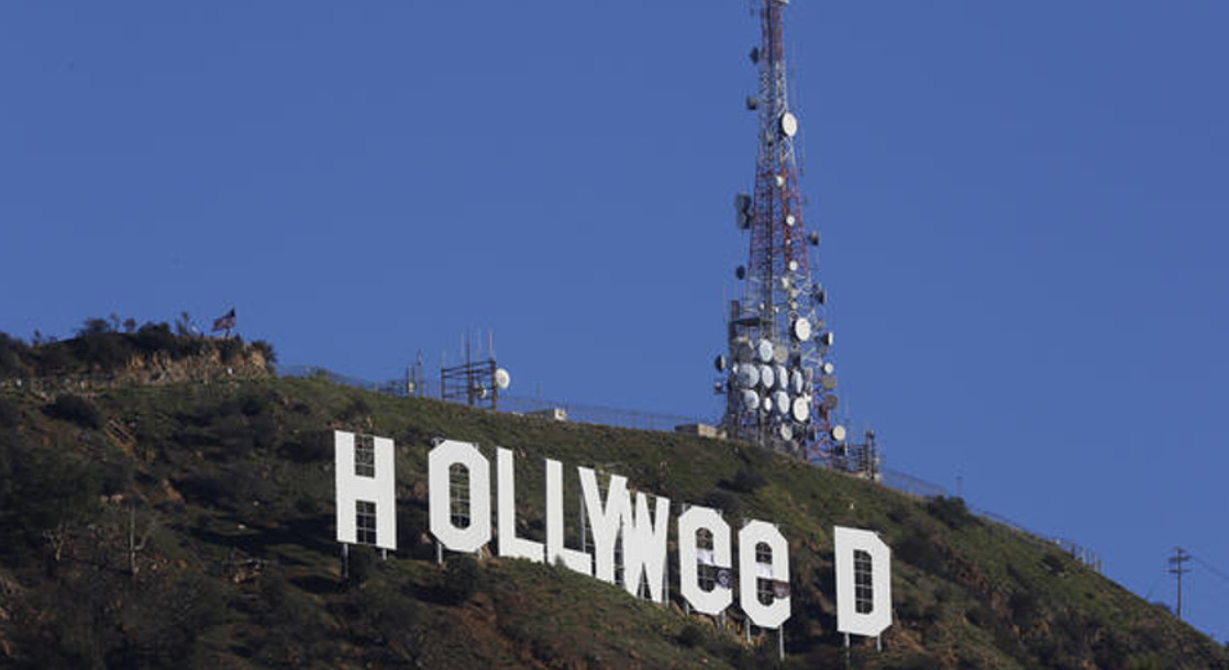 """Hollywood Sign Changed to Read """"HOLLYWeeD"""" as New Year's prank"""