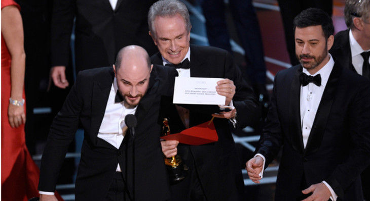 """""""Moonlight"""" Wins Best Picture After Academy Bungles Award Presentation"""