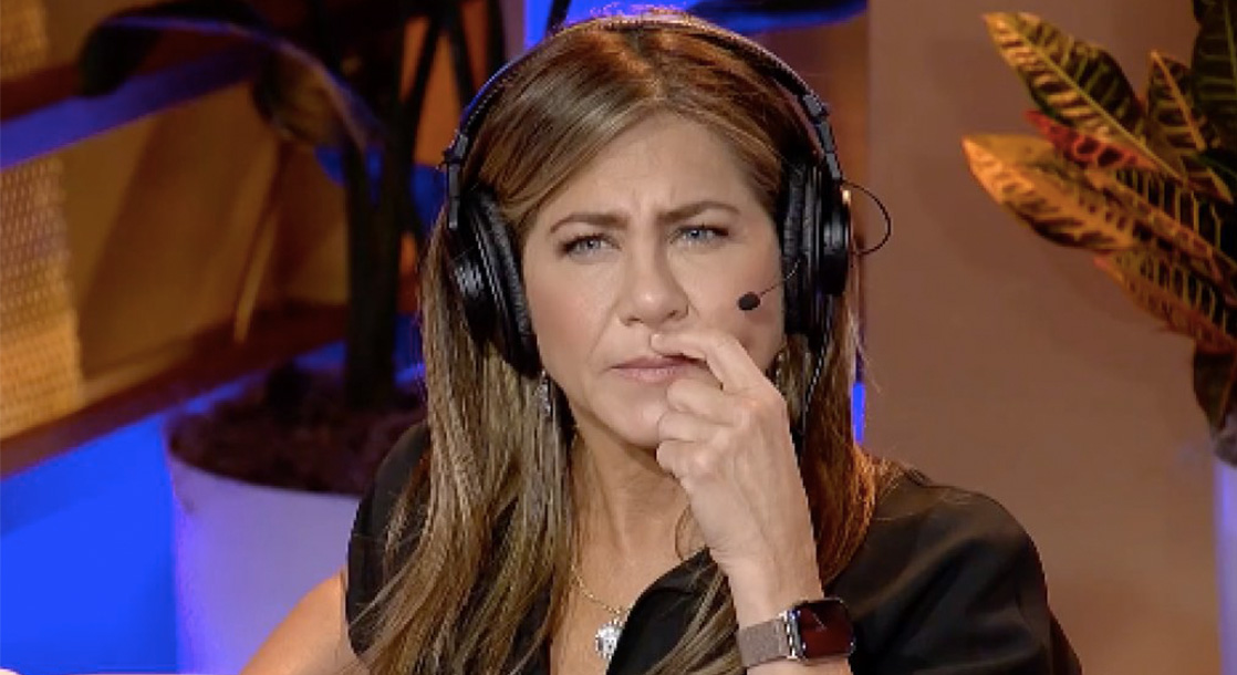 Watch Jennifer Aniston Give First-Time Smoking Advice on Howard Stern