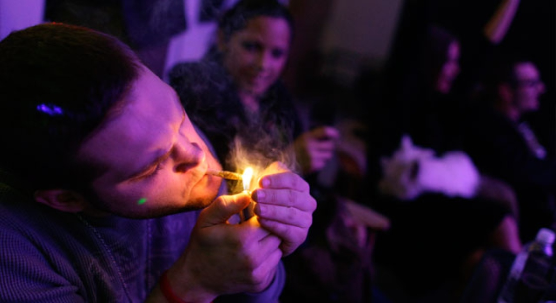 British Citizens Living in the US Could Be Deported for Smoking Weed
