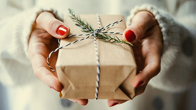 1576739854093_186_cheap-gifts-55-inexpensive-christmas-gifts-1-648x364-c-default-1.jpg