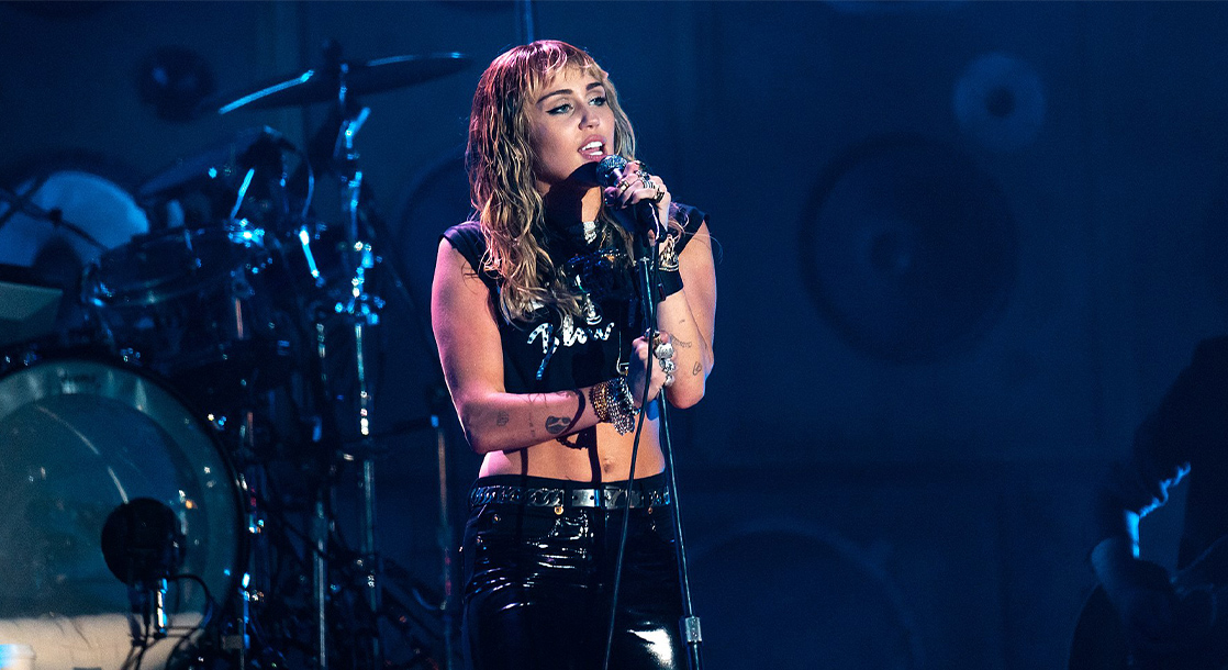 Miley Cyrus Is Still Sober and Says She Loves to Remind Her Pothead Parents